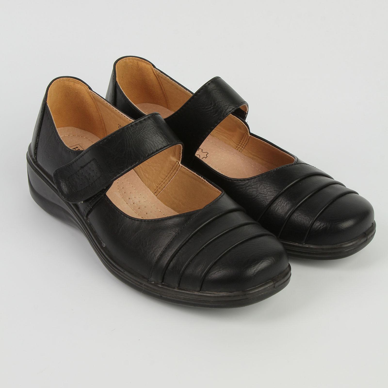 Туфли женские с декоративной строчкой на мысу и застежкой на липучке