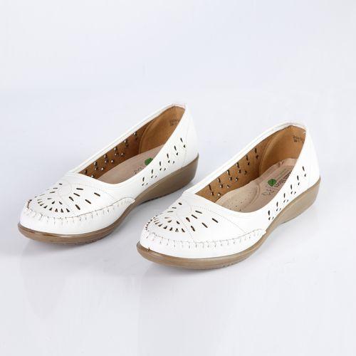 Туфли женские украшенные сквозной перфорацией и прострочкой