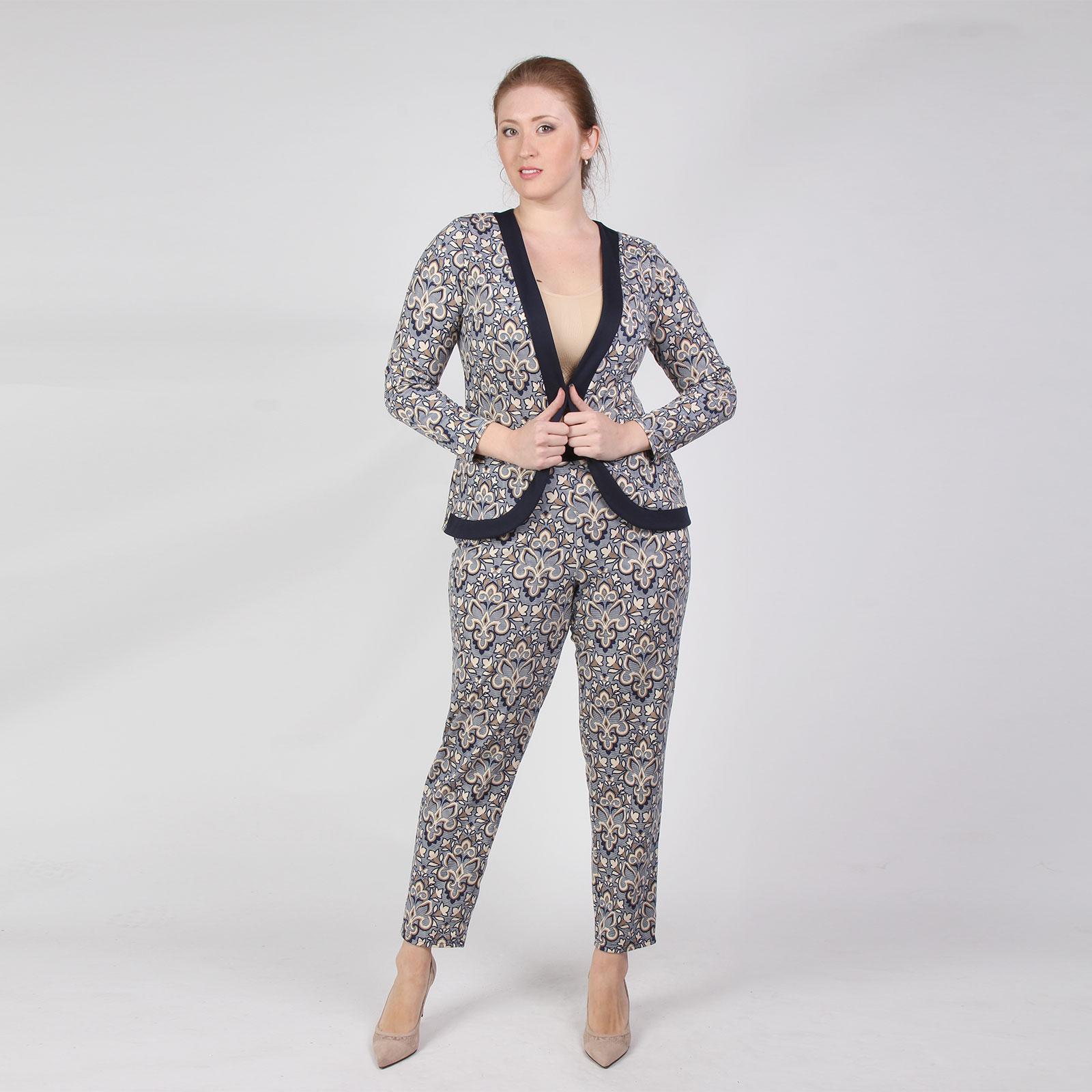 Костюм: жакет и брюки с узорным принтом