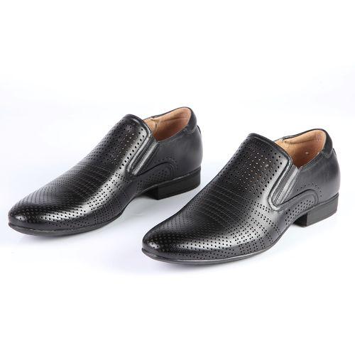Туфли мужские с эластичными вставками, украшенные перфорацией