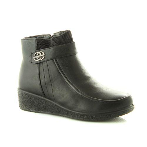 Женские ботинки с серебряной пряжкой