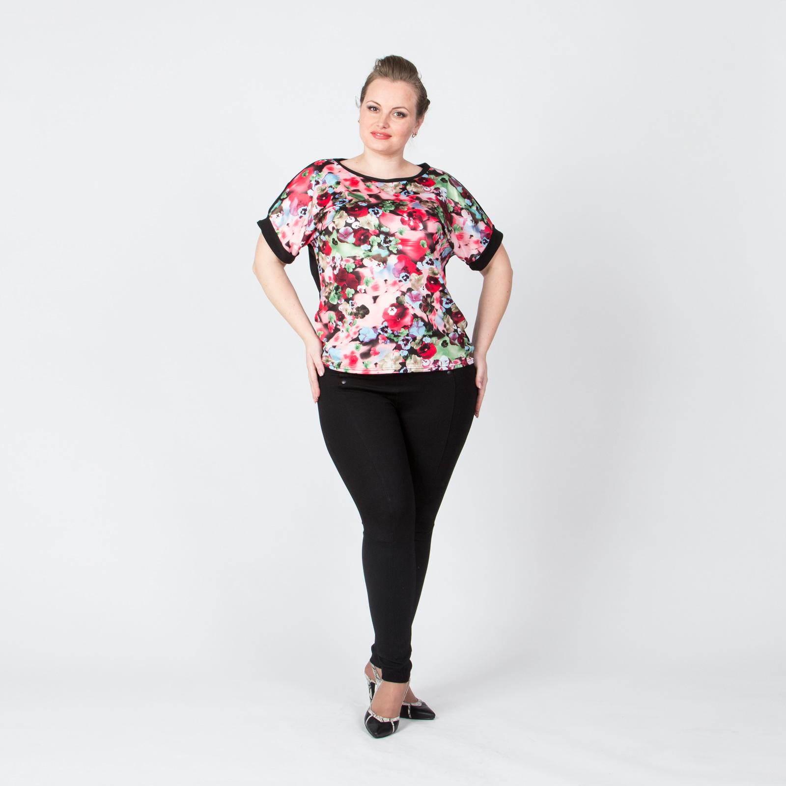 Блуза свободного кроя с ярким цветочным принтом
