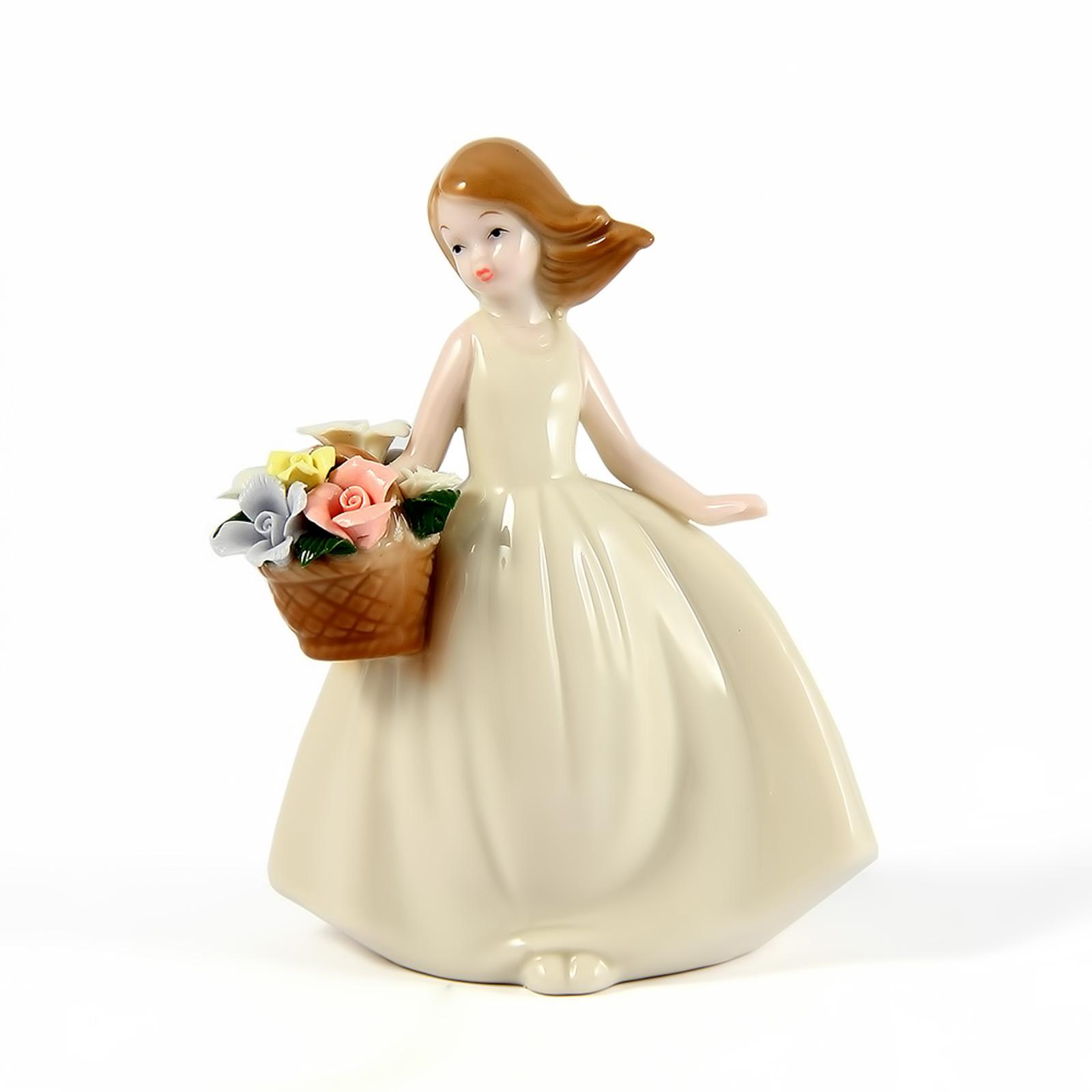 Фигурка фарфоровая «Девочка с корзинкой»