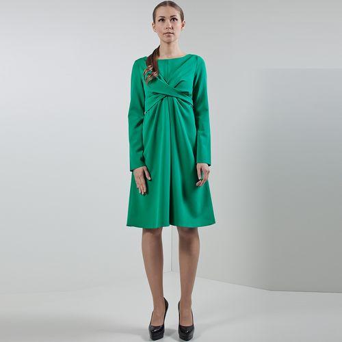 Женственное платье свободного кроя с декоративными завязками на передней части