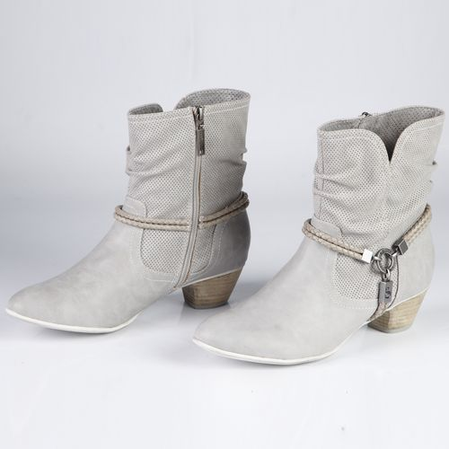 Сапоги женские на устойчивом каблуке декорированные ремешками