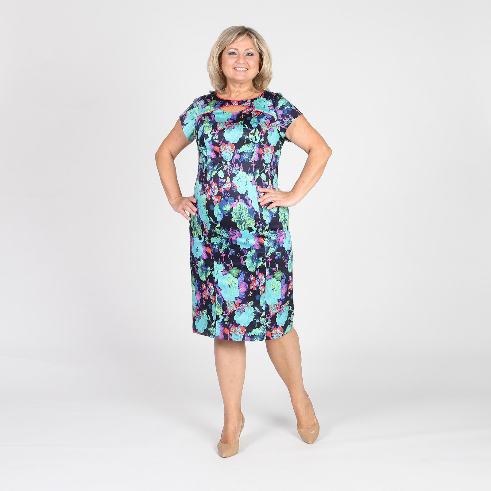 Платье-футляр с цветочным принтом и дизайнерским вырезом