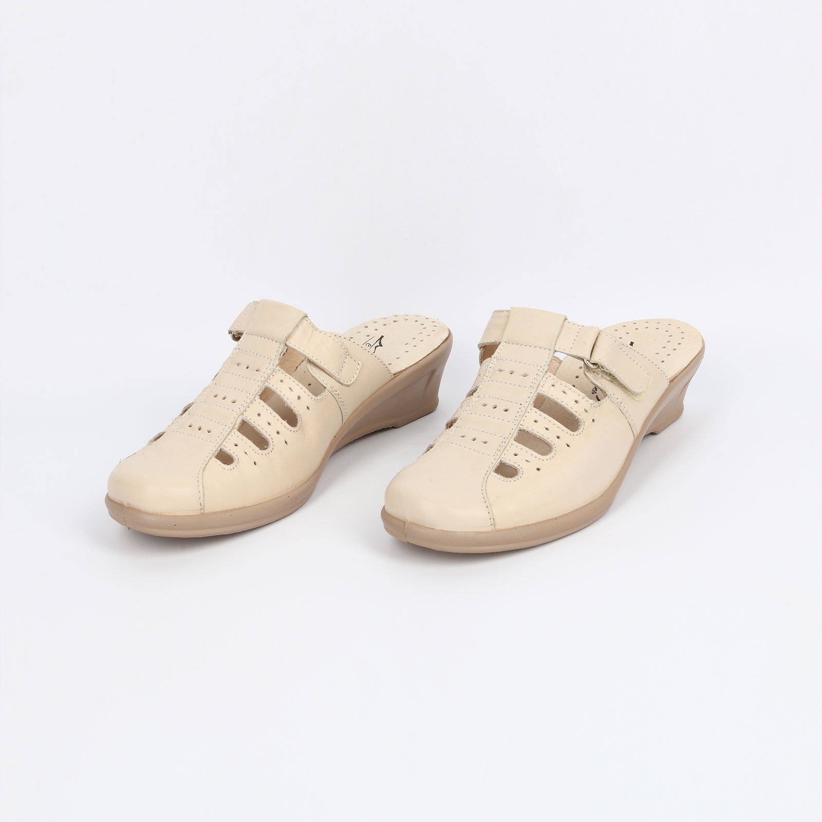 Туфли с открытой пяткой и перфорацией