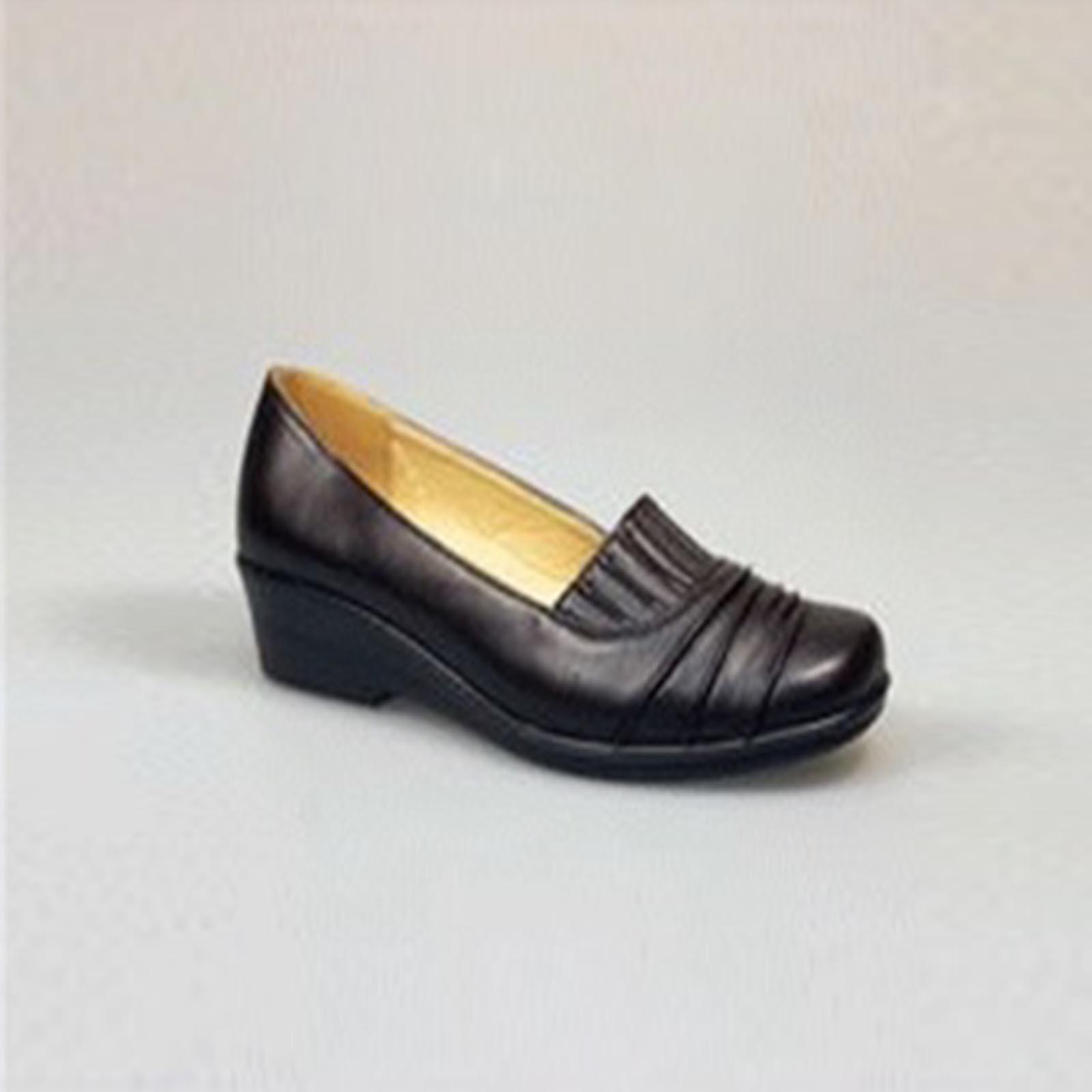 Туфли женские на среднем каблуке с эластичными вставками