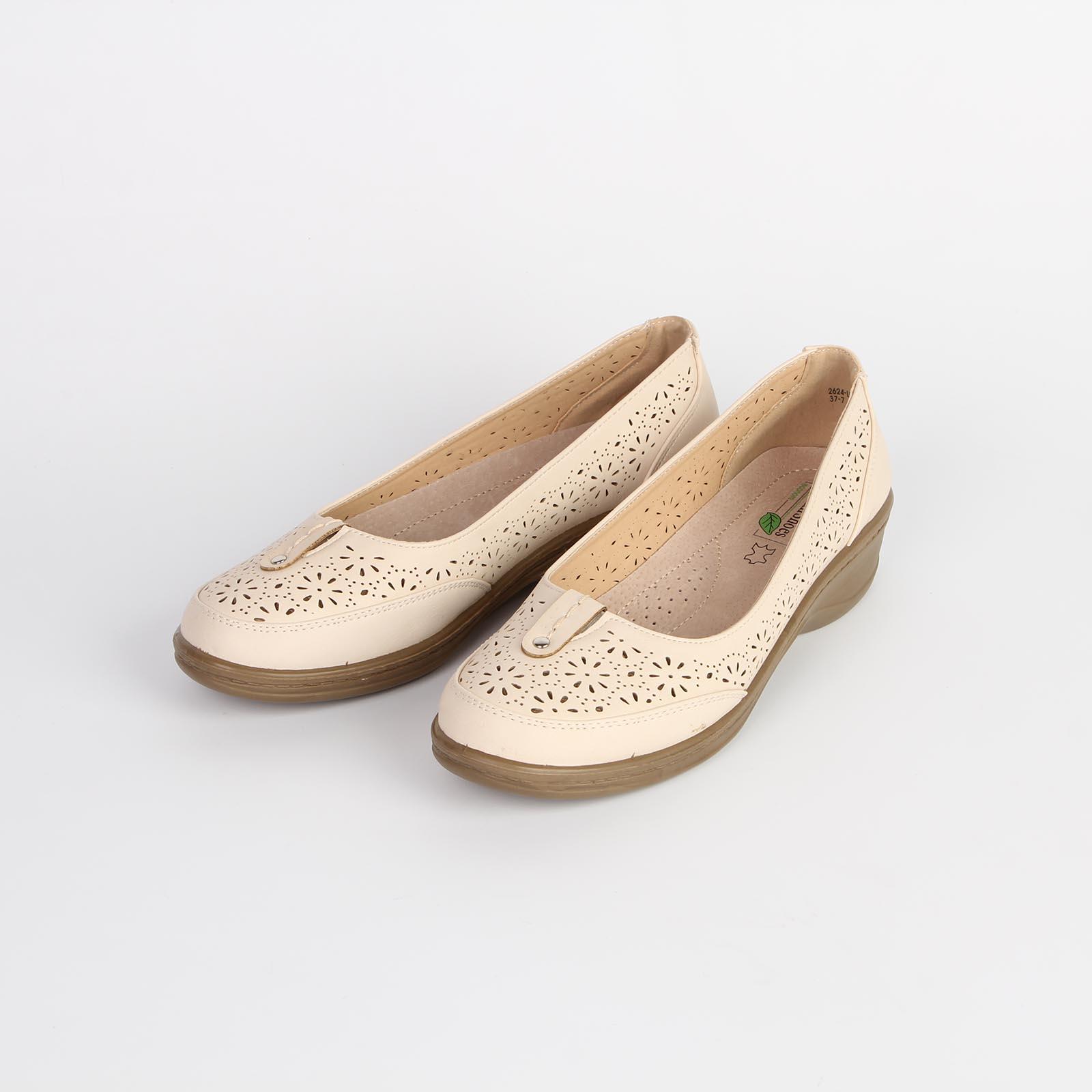 Туфли женские украшенные узорной перфорацией на удобной подошве