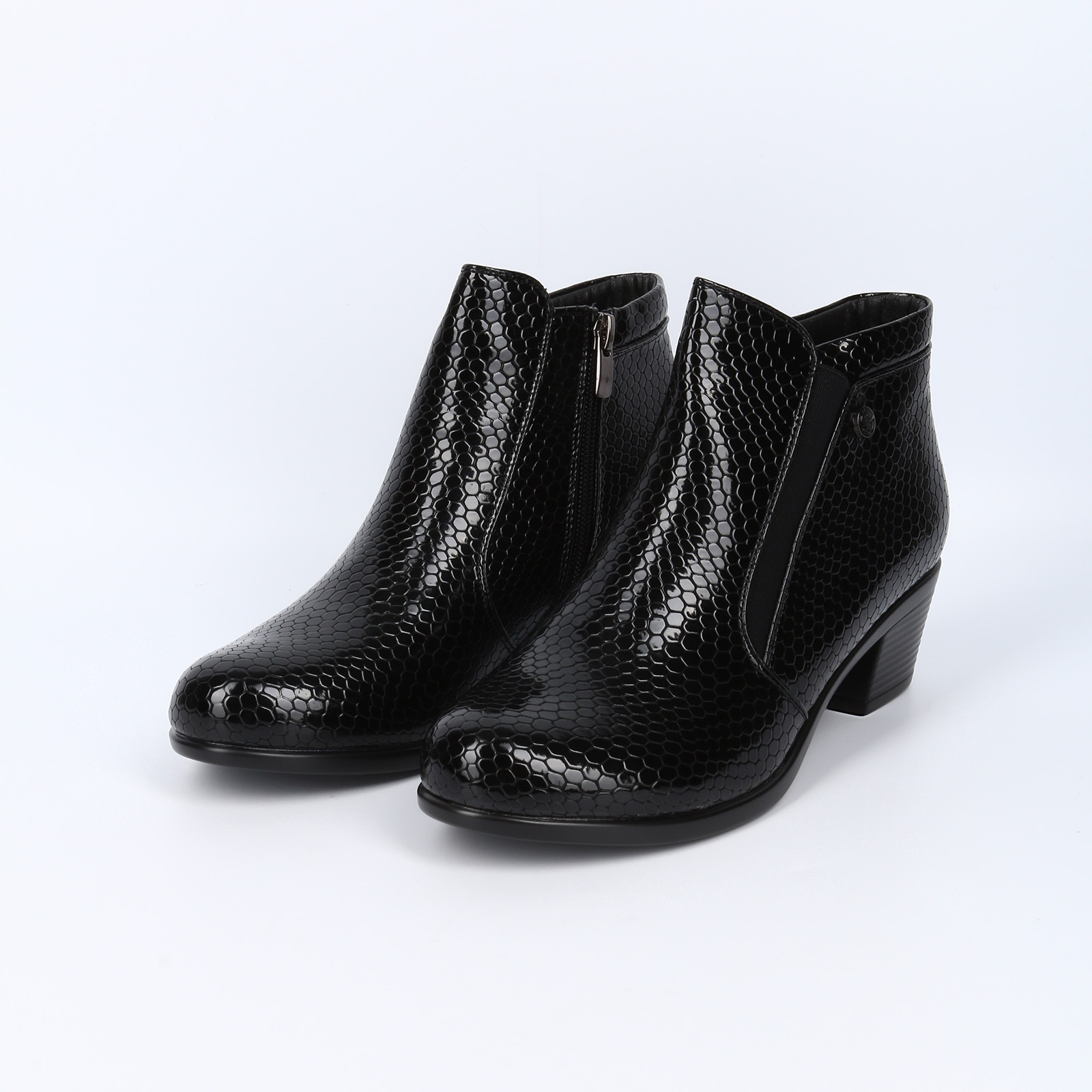 Ботинки с эластичной вставкой