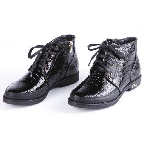 Ботинки женские с тиснением под рептилию и шнуровкой