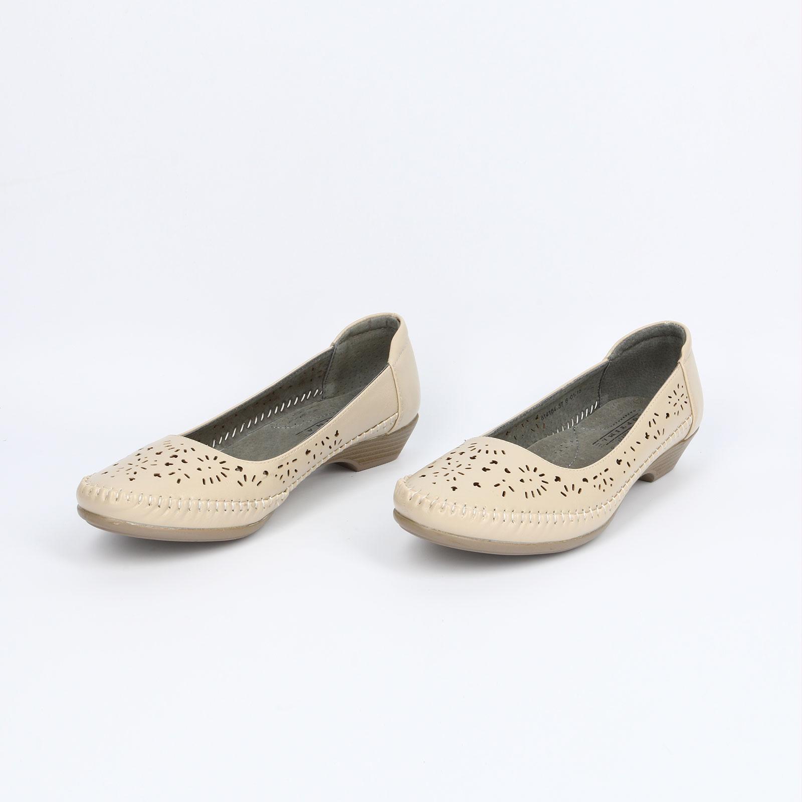 Мокасины женские с перфорацией и на каблуке
