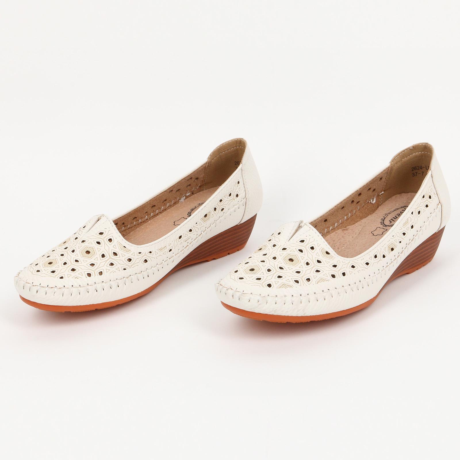 Туфли декорированные перфорацией