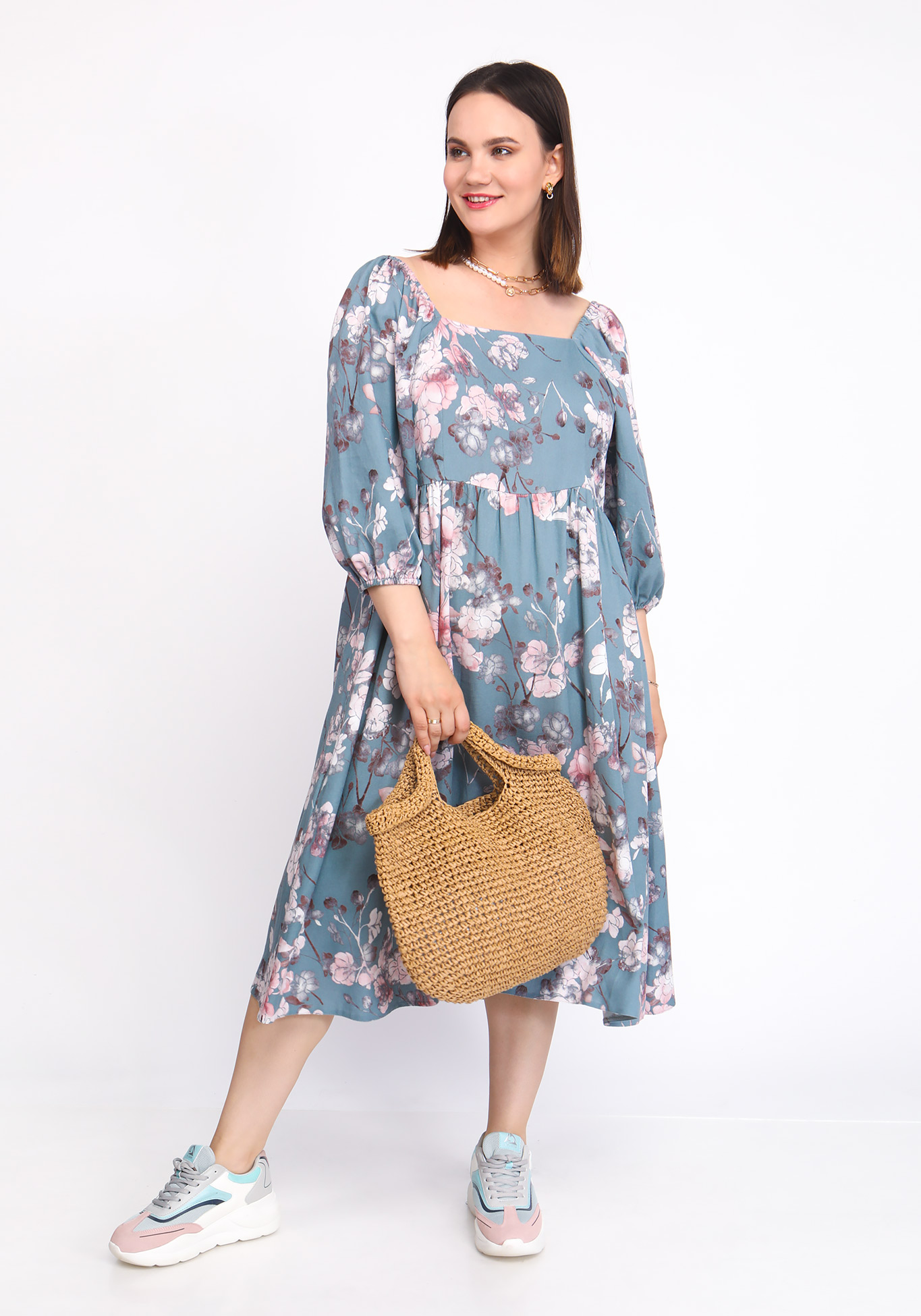 Платье с вырезом КАРЕ