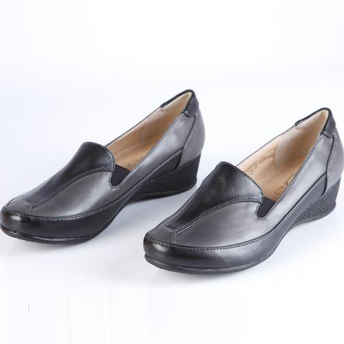 Туфли женские с декорированным мысом и эластичными вставками