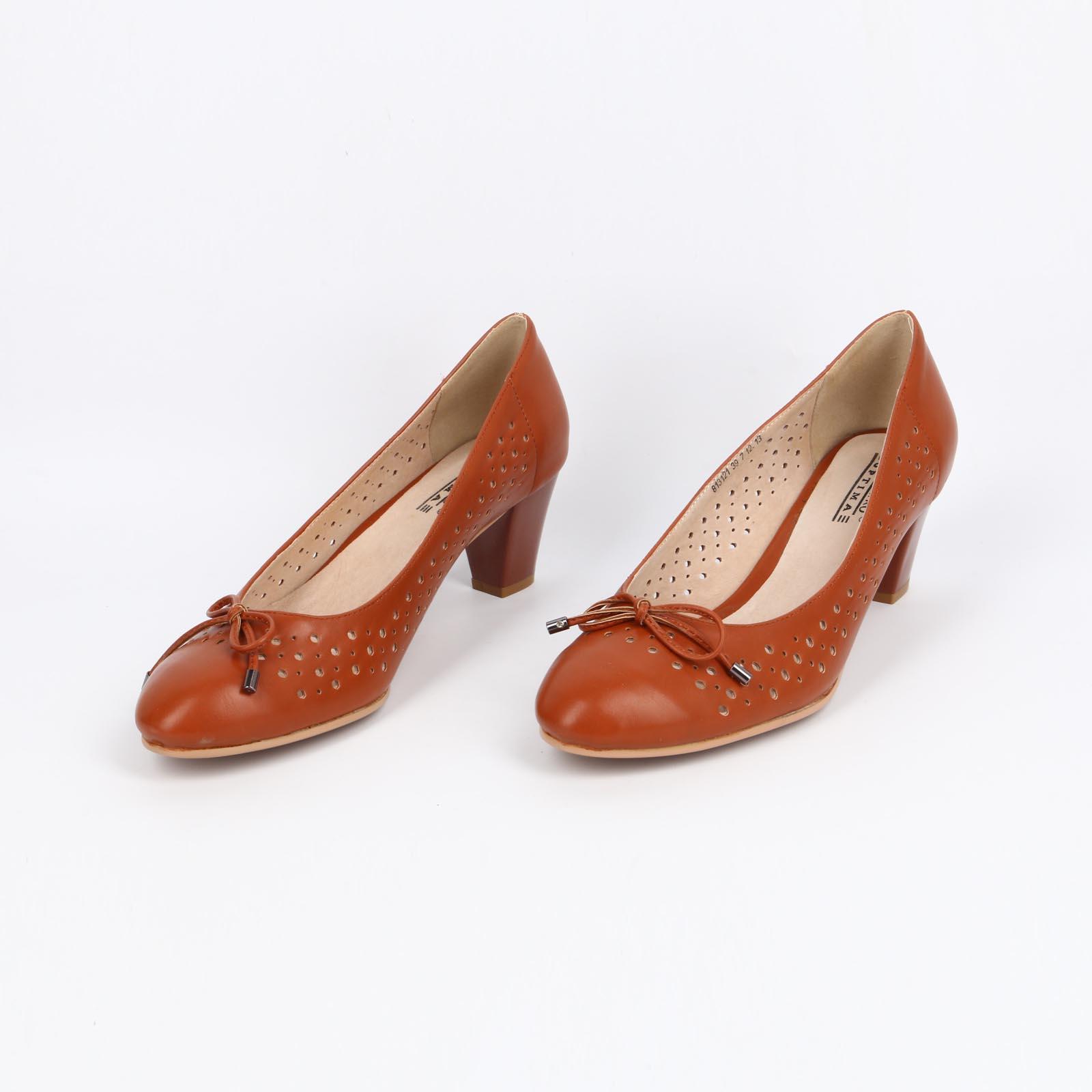 Туфли на составном каблуке с перфорацией