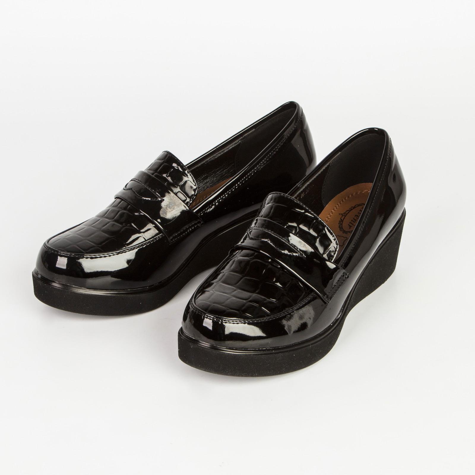Туфли женские лакированные с вставкой под «рептилию» и стильным ремешком