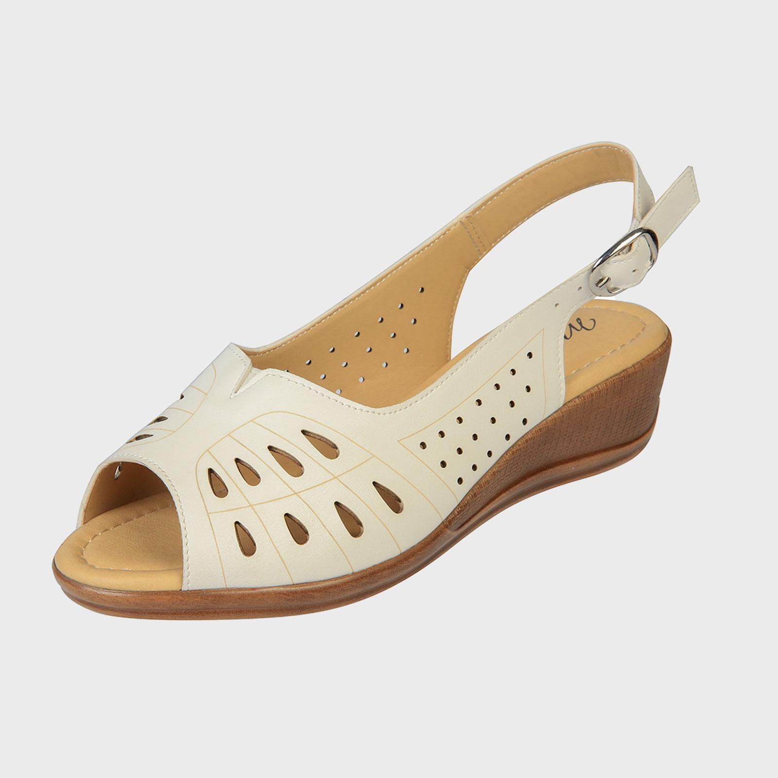 Открытые туфли с узорной перфорацией