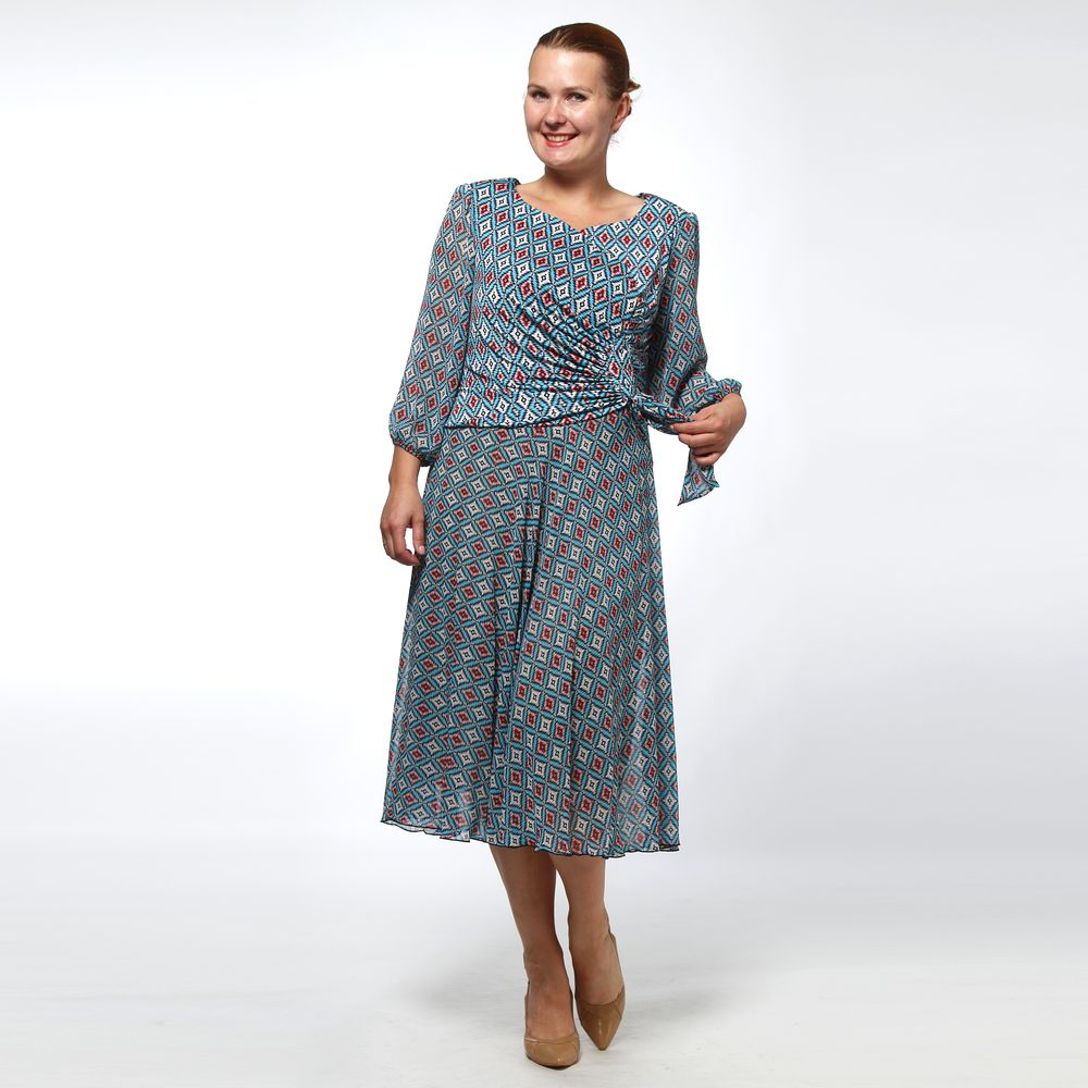 Платье из шифона со сборками на талии