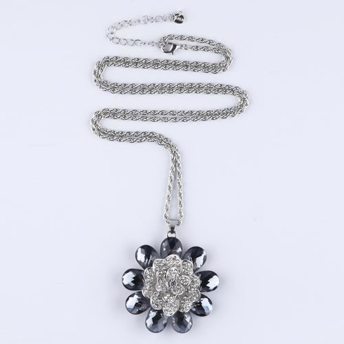 Кулон на цепочке «Цветок счастья»