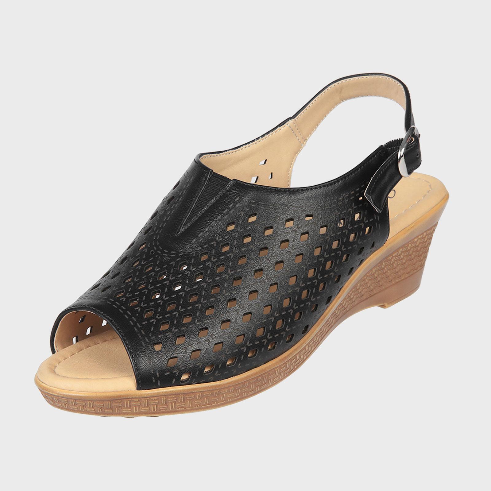 Открытые женские летние туфли на танкетке