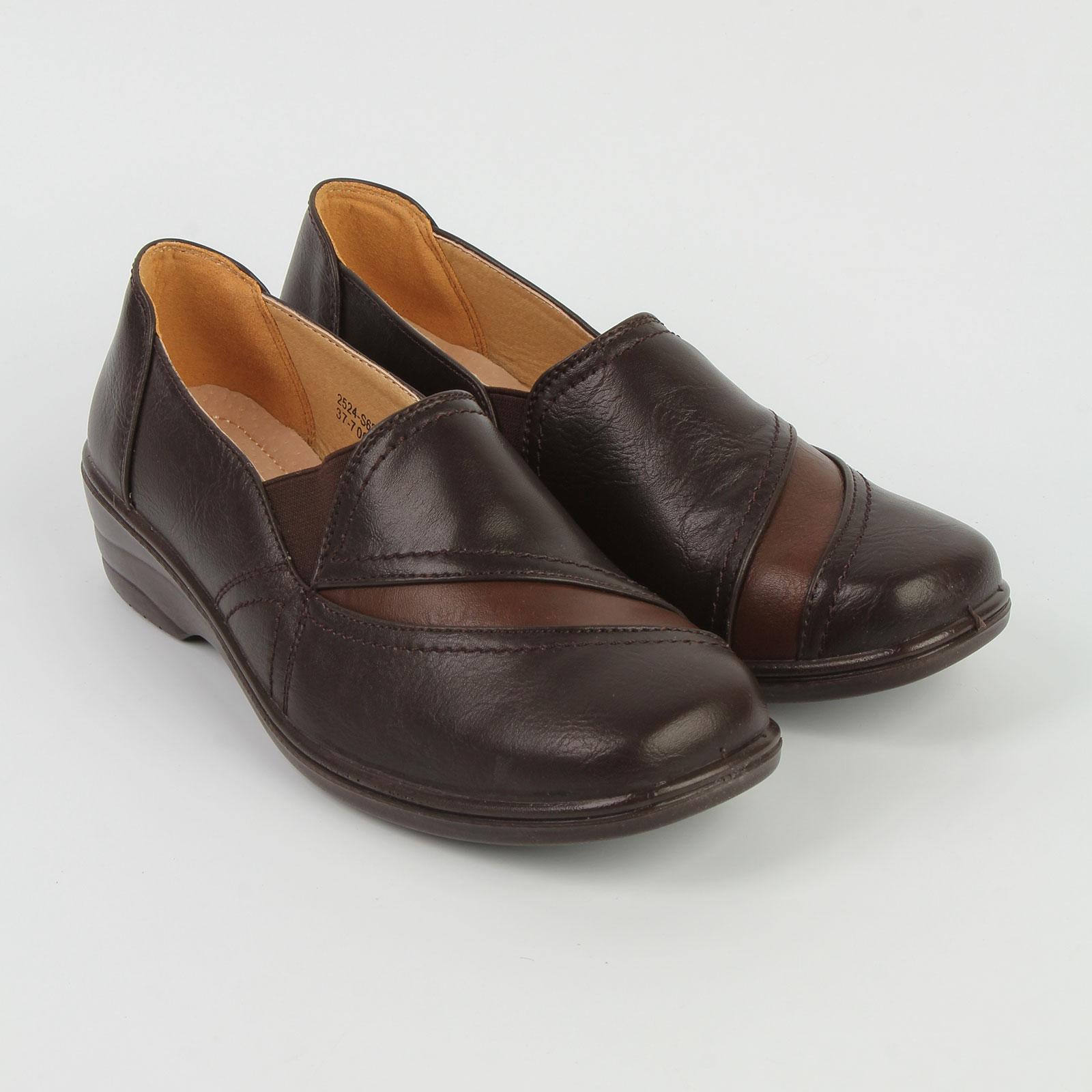 Туфли женские украшенные строчкой с эластичными вставками по бокам на танкетке