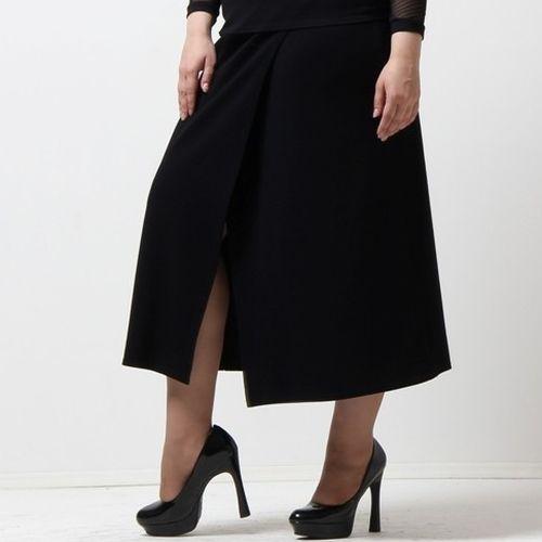 Длинная юбка с оригинальным разрезом