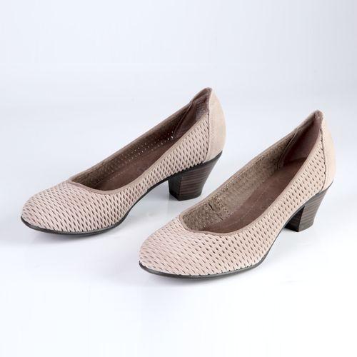 Женские туфли на устойчивом каблуке украшенные перфорацией