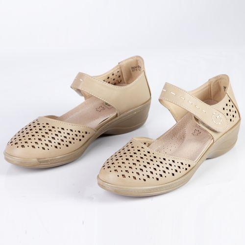Женские туфли украшенные сквозной перфорацией на удобном ремешке