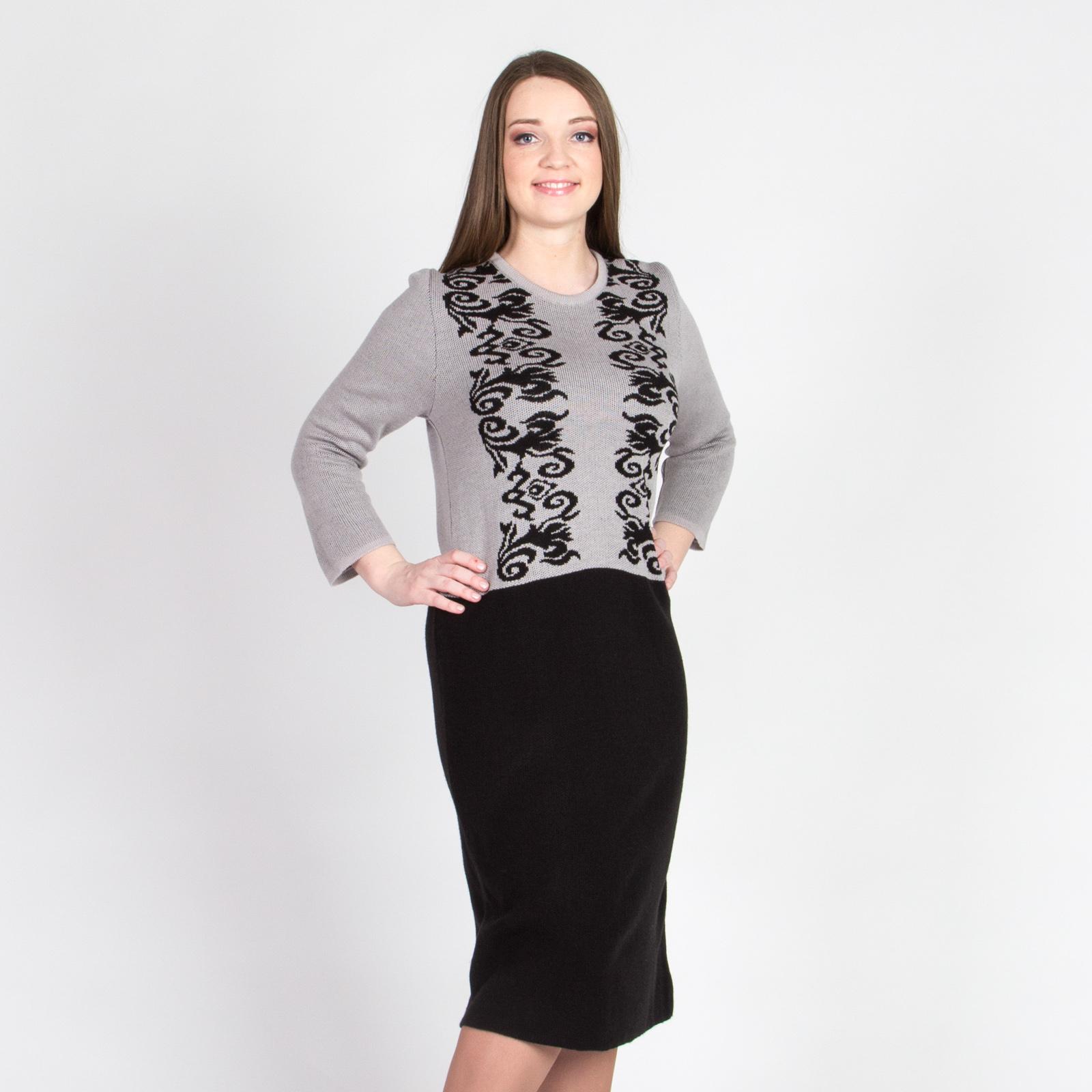 Платье контрастного цвета с оригинальным узором