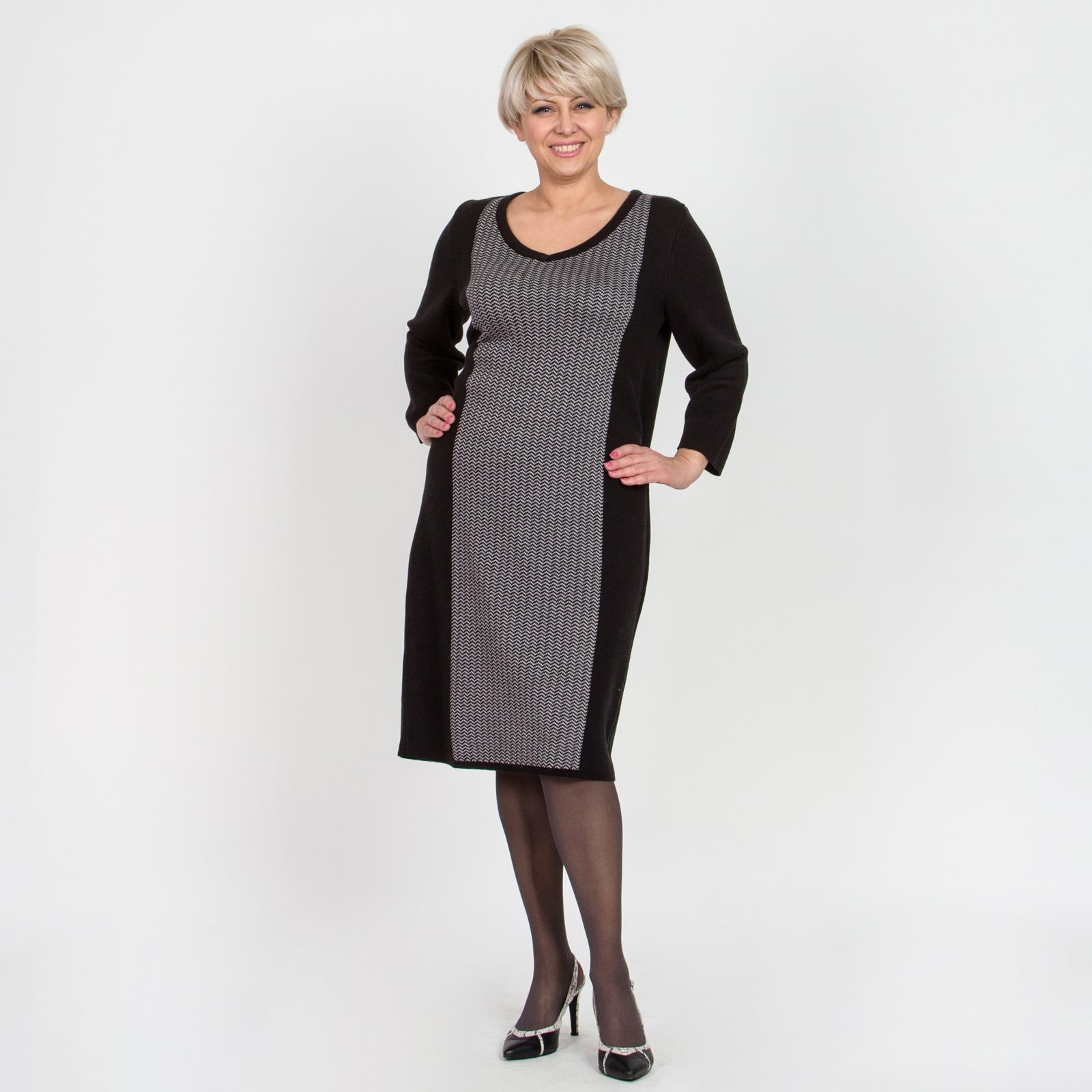 Платье комбинированного цвета с V-образным вырезом