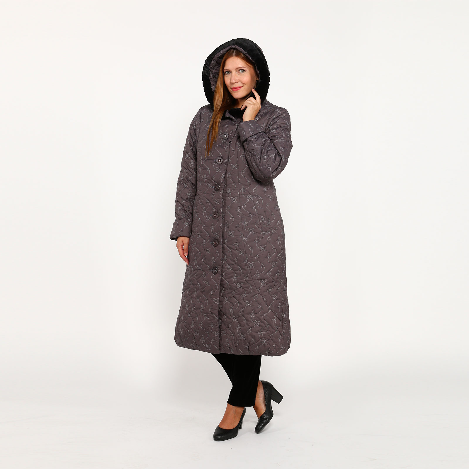 Пальто на пуговицах с вышивкой