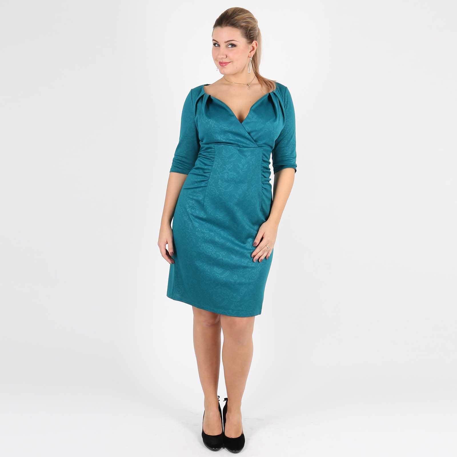 Платье с оригинальным V-образным вырезом