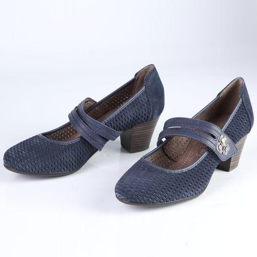 Женские туфли украшенные перфорацией и оригинальным ремешком