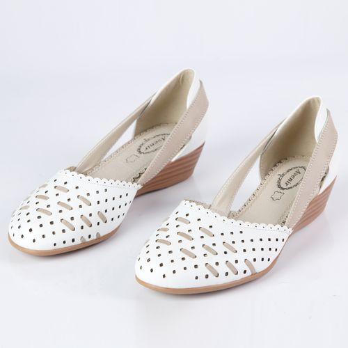 Женские туфли на танкетке украшенные декоративной прострочкой на мысу