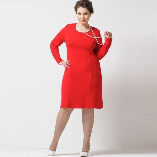 Платье-футляр с круглым вырезом