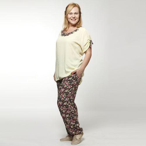 Костюм: блуза и брюки с цветочным принтом