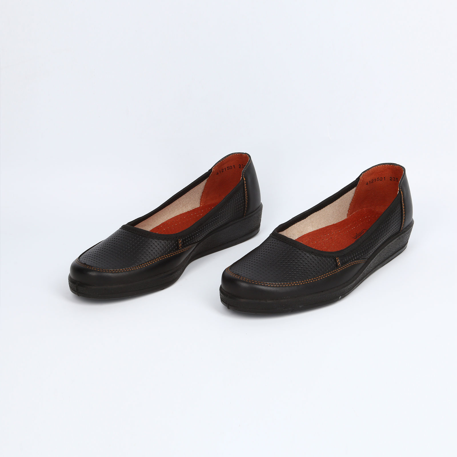 Туфли женские на танкетке с перфорацией