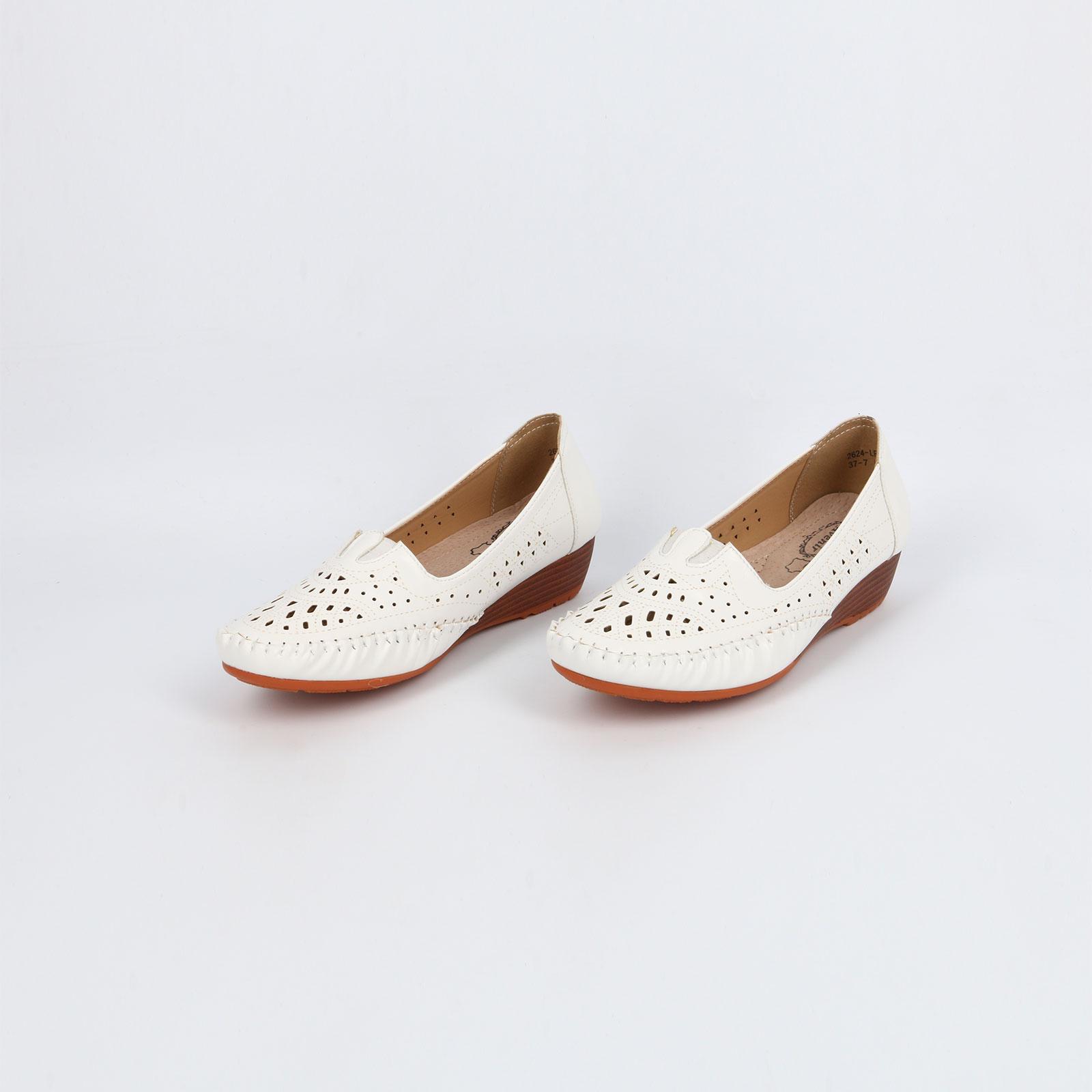 Туфли на танкетке с декоративной строчкой