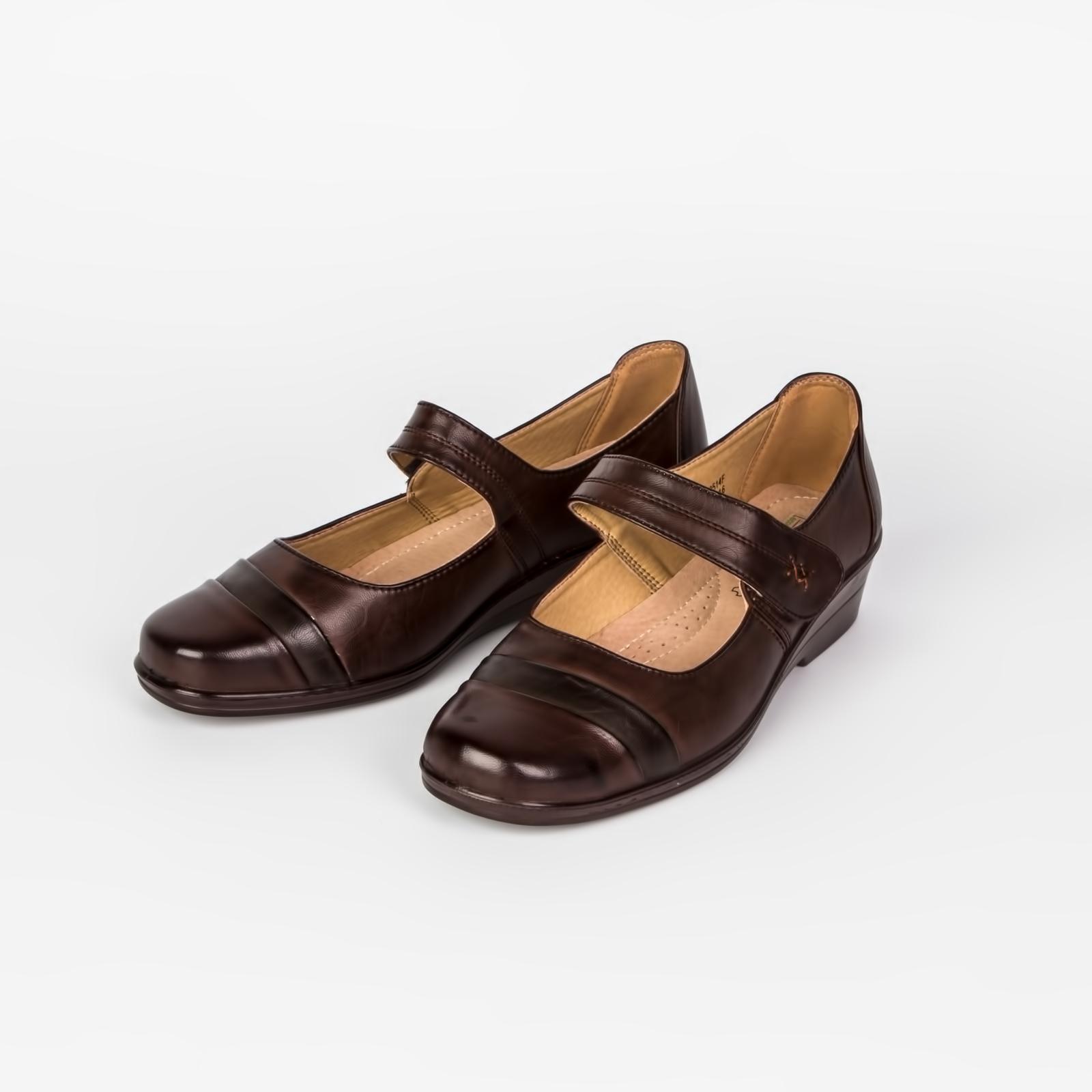 Туфли женские с ремешком на липучке