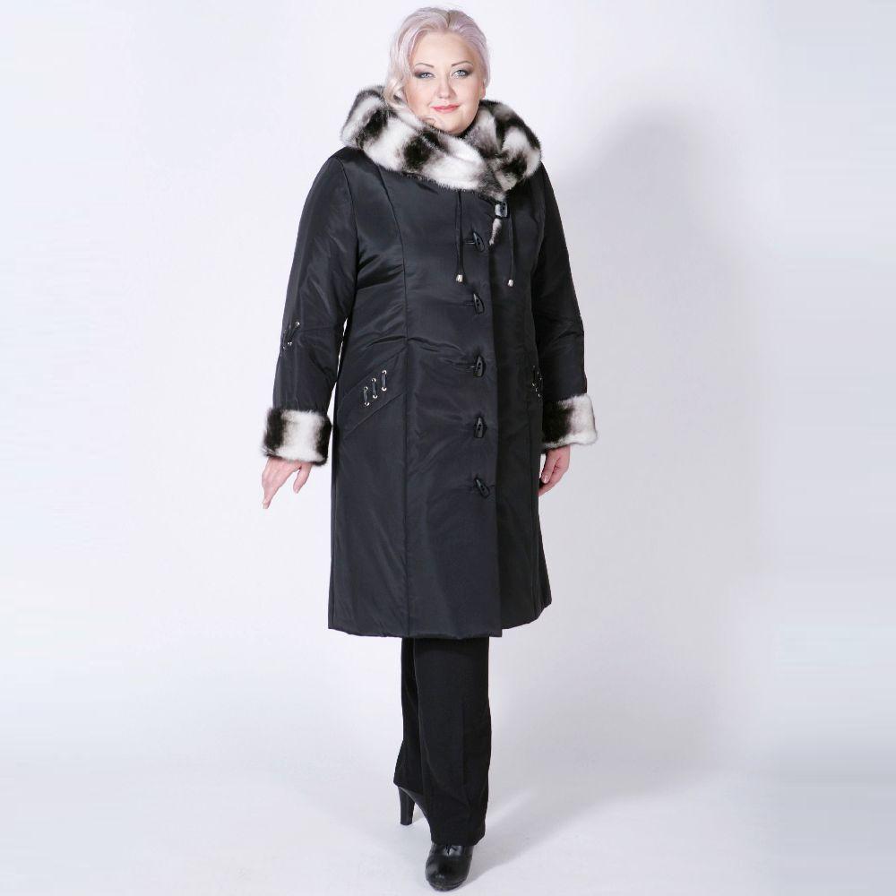 Пальто с меховым капюшоном и манжетами