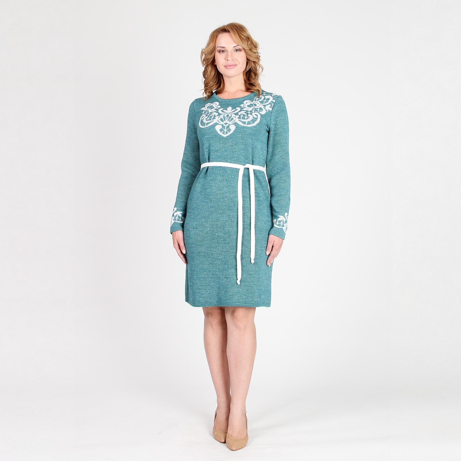 Платье трикотажное с декоративным узором и поясом
