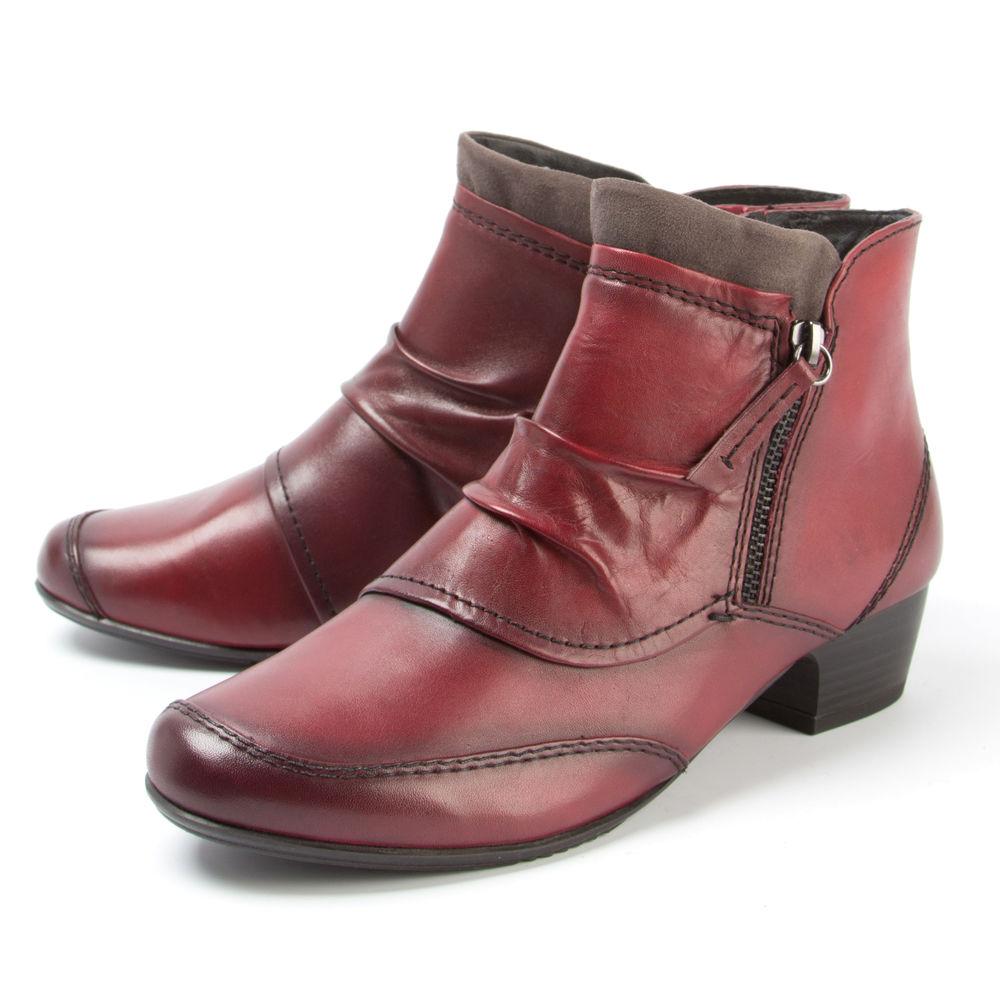 Ботинки женские декорированные строчкой на низком каблуке и молнии