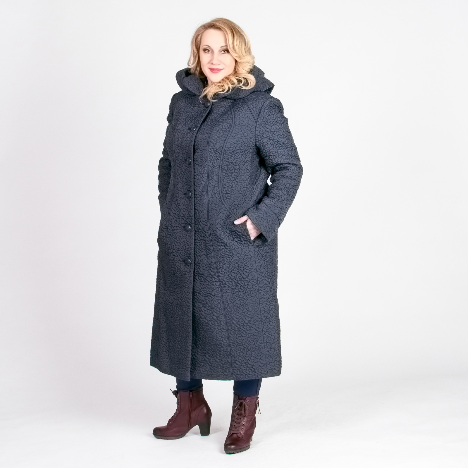 Пальто стеганое на пуговицах с капюшоном