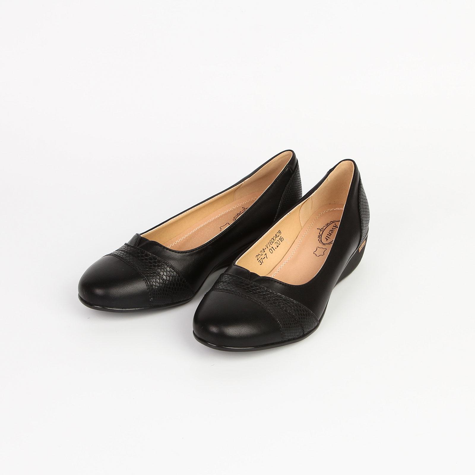 Туфли женские с декоративными вставками