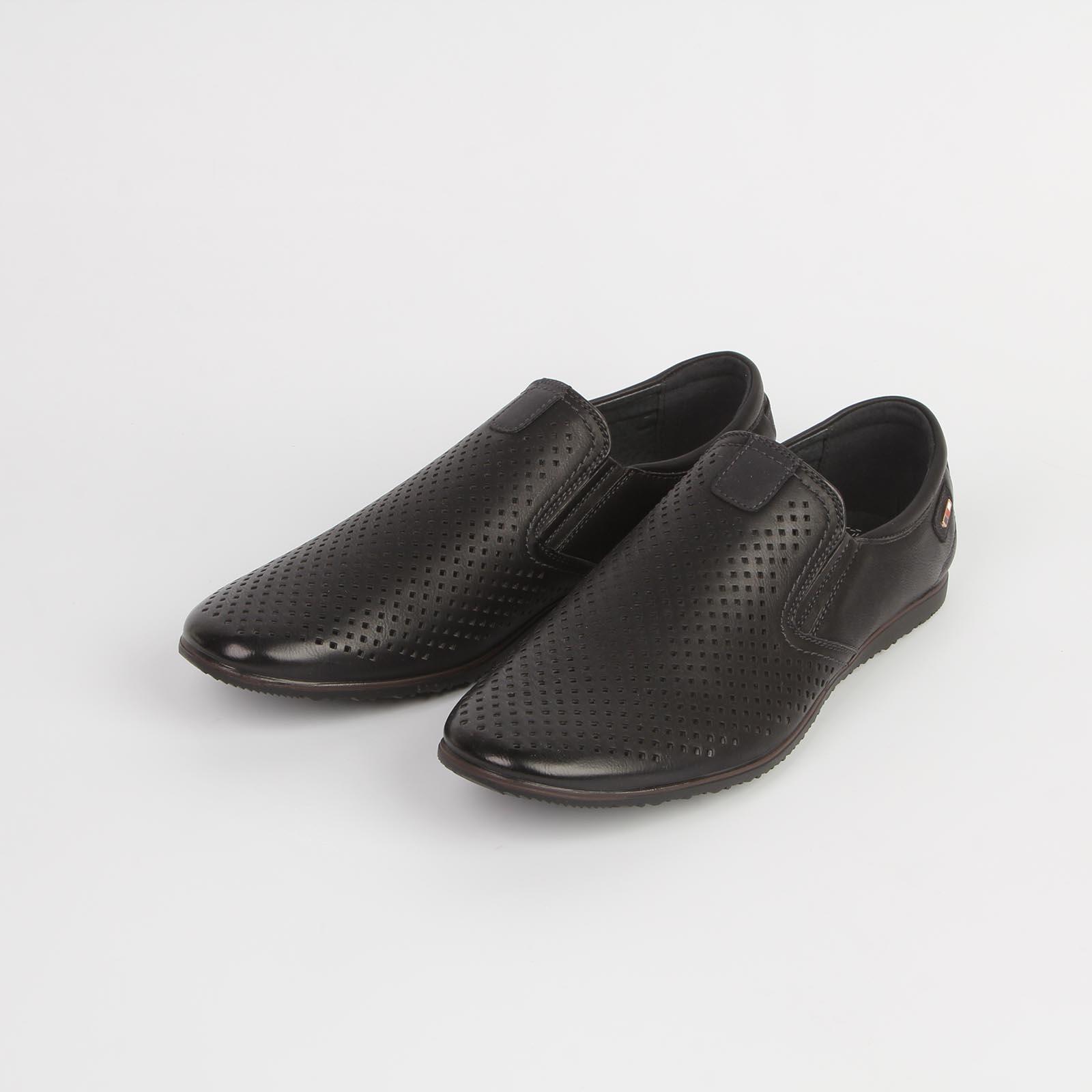 Туфли мужские украшенные перфорацией на плоской подошве