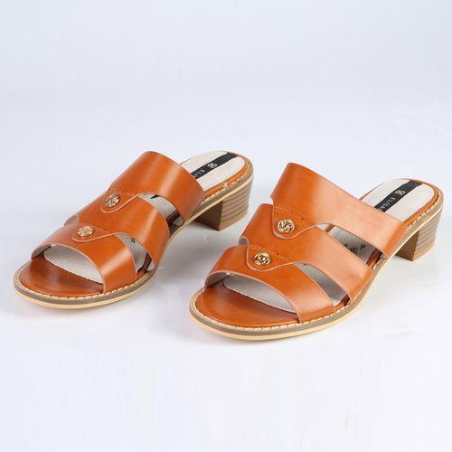 Женские сандалии с декоративными элементами