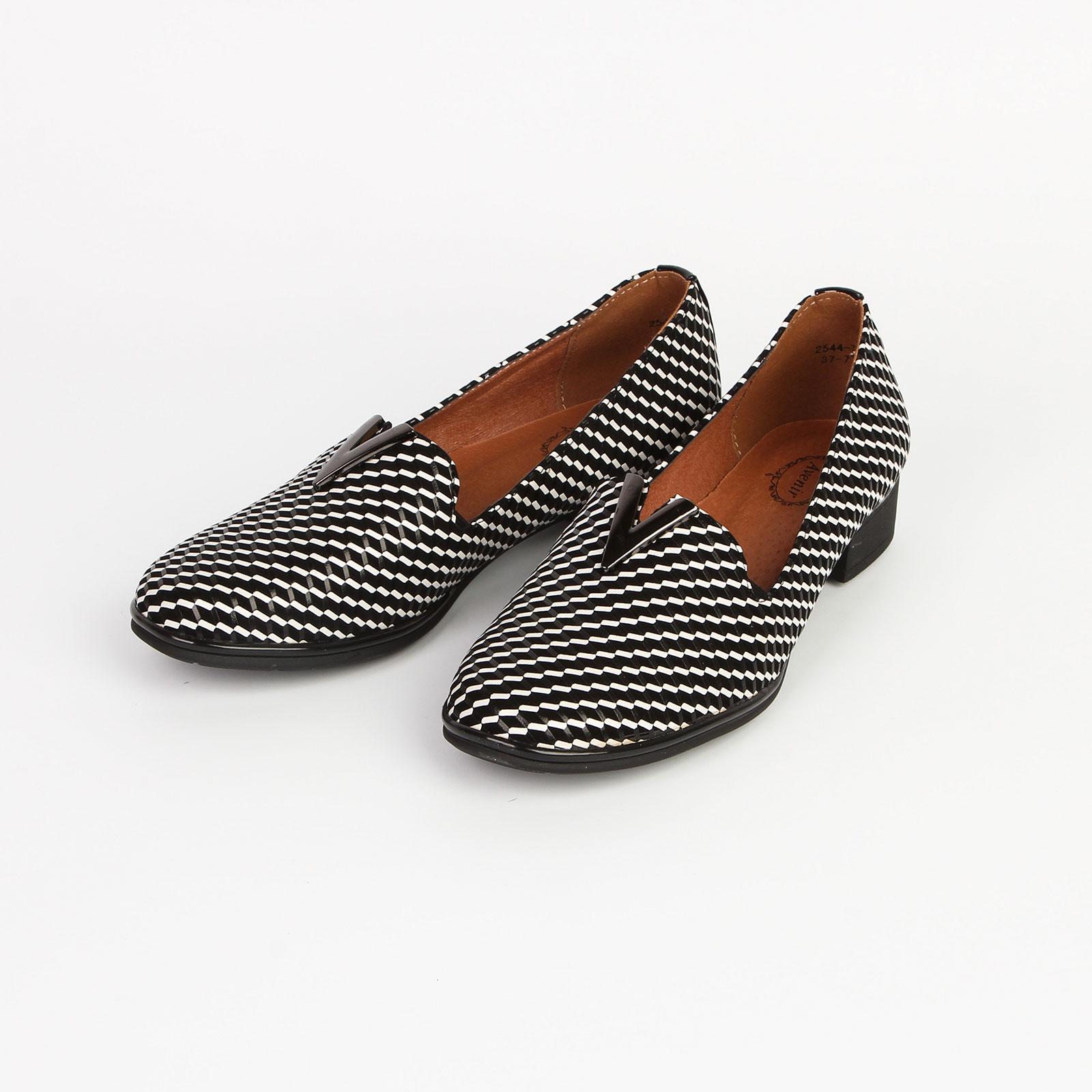 Туфли женские на устойчивом каблуке декорированные узором