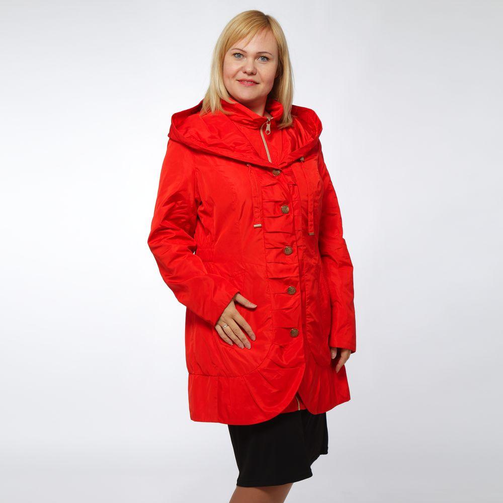 Куртка приталенная с капюшоном и декоративными пуговицами