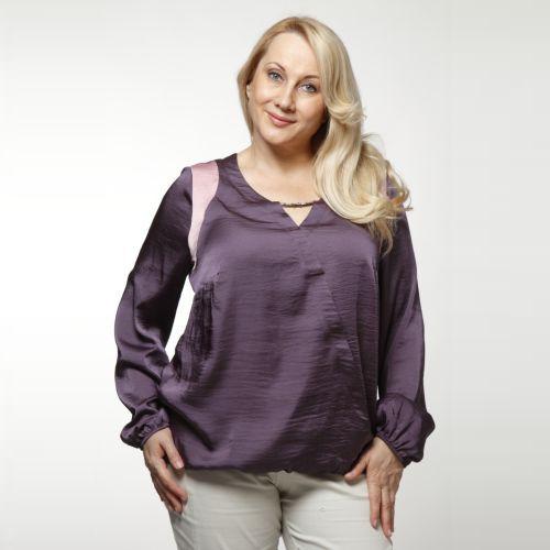Блузка свободного кроя со сборкой на талии